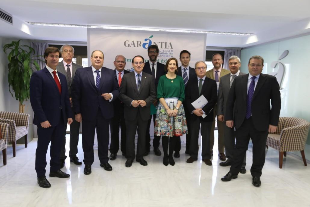 Grupo Ptes de Confederaciones y Pte de Garántia GR tras la firma del convenio.-