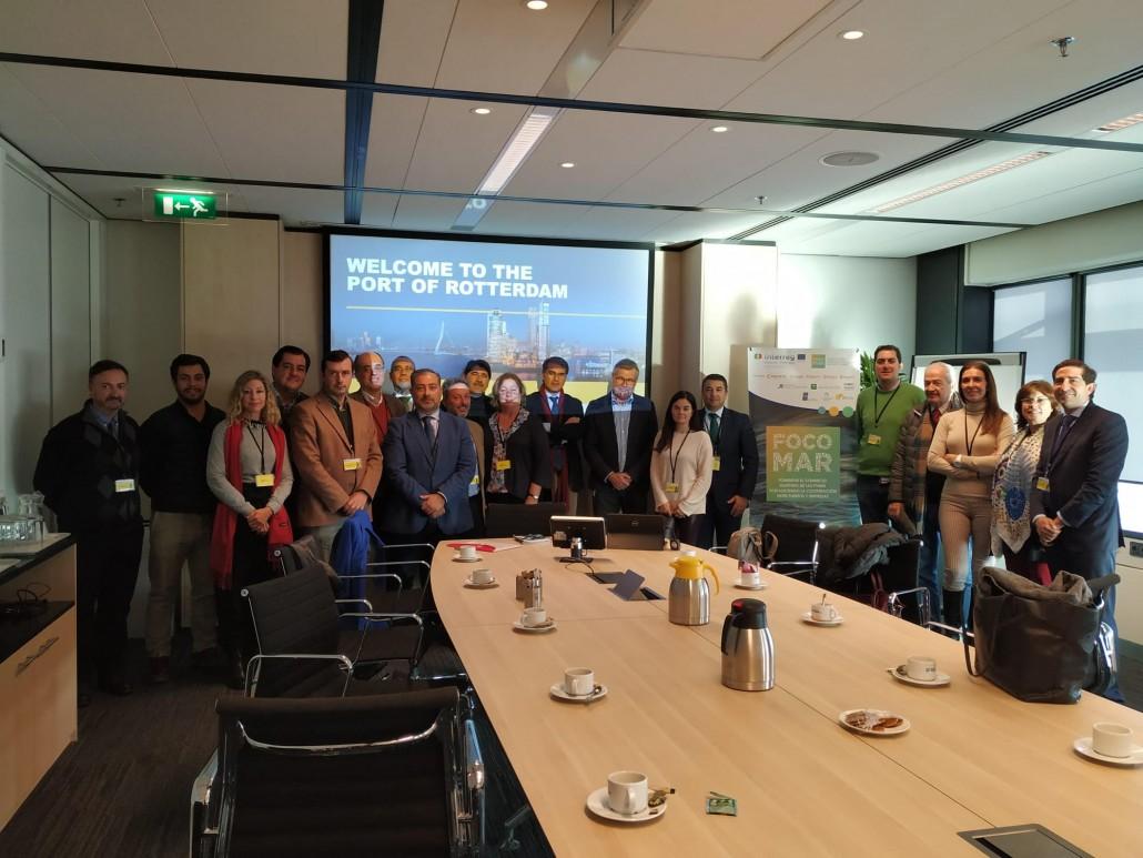 El grupo de FOCOMAR fué recibido en el Puerto de Rotterdam por el Director de Comunicación y relaciones externas del Puerto, Frans van Keulen